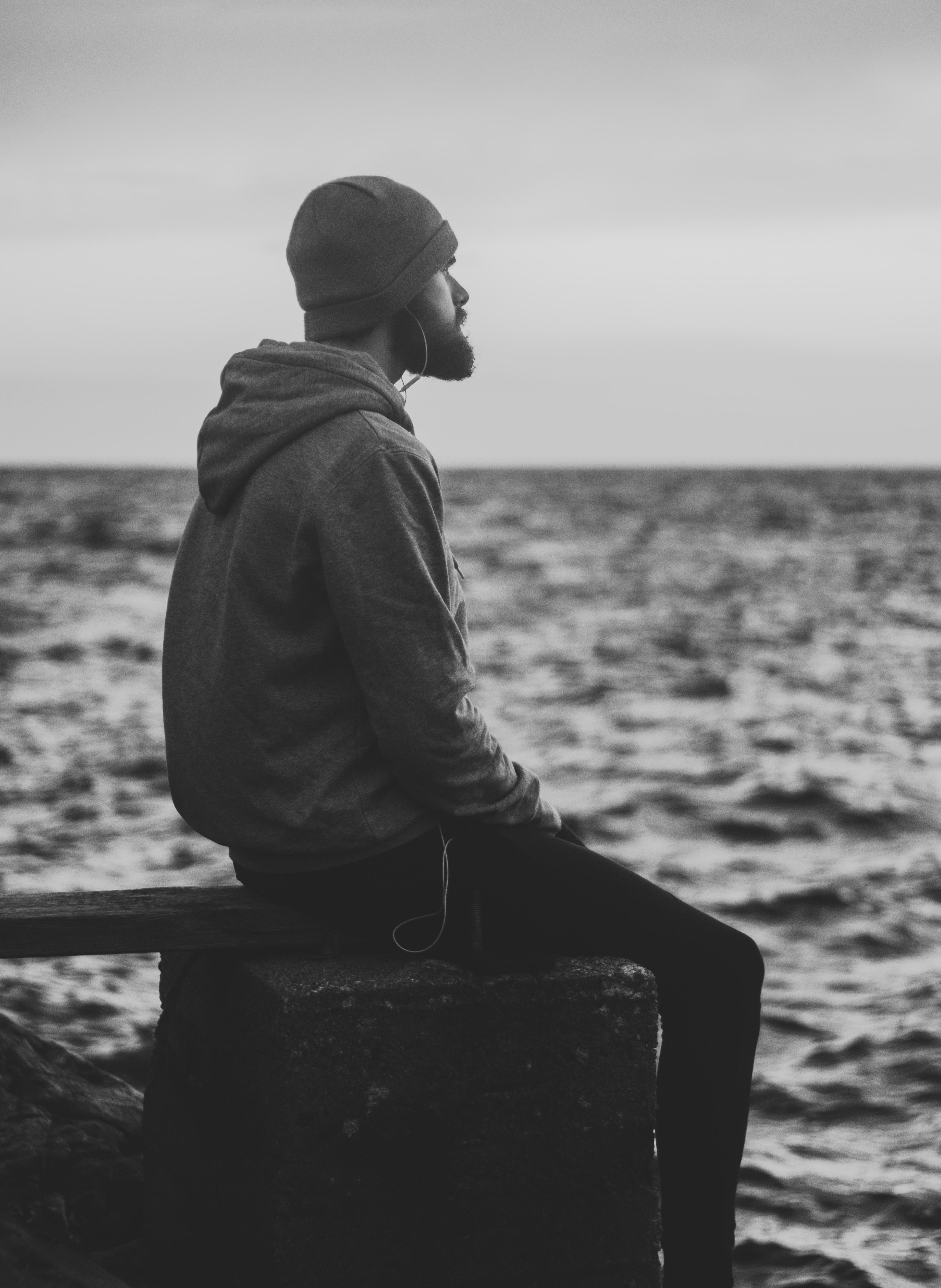 Hombres.frente.al.mar